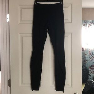 Lululemon legging with ankle zippers